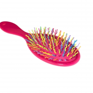 Удобная яркая расческа-массажор для влолос